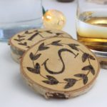 Untersetzer aus Holz mit individuellem Branding.